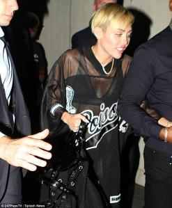 mileyarticle-0-188E65D200000578-676_634x768